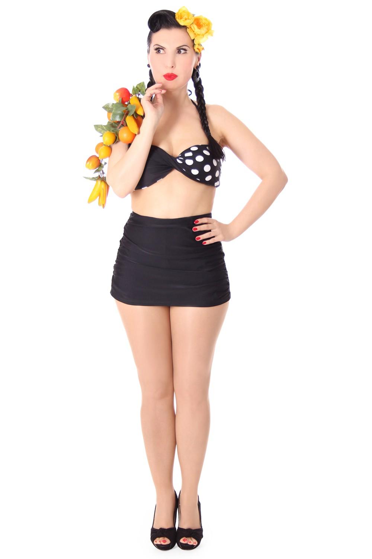 Zieh das gelbe Polka Dot Bikini Girl aus